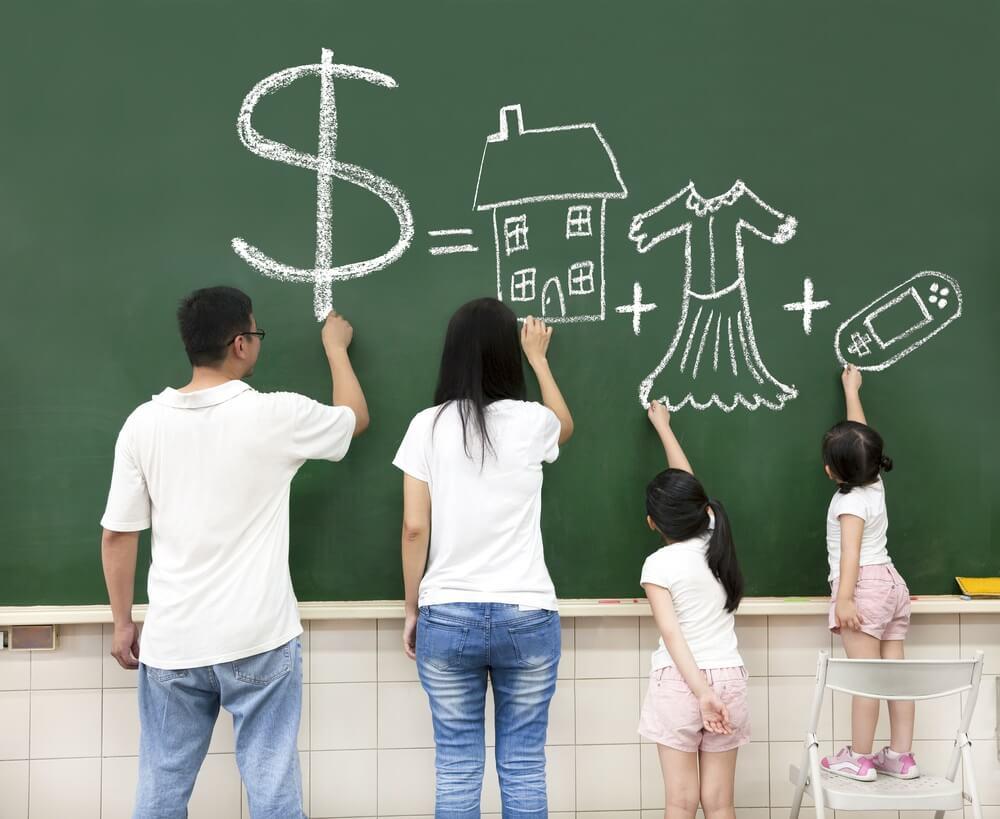 Cara Mengatur Keuangan Keluarga jika Suami Istri Bekerja di kantor