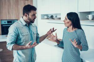 Masalah Keuangan Dalam Rumah Tangga Pemicu Perceraian Terbesar!